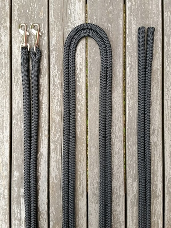 Split reins with permanent snaps and back splices